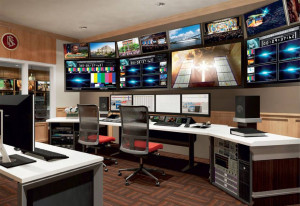 řídící vysílací místnost v Scientology media production - Scientologická televize a rádio