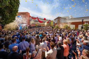 Scientologická televize a rádio - Scientology media productions slavnostní přestřižení stuhy